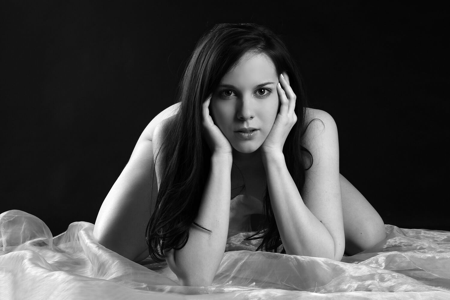 black and white boudoir photo of a woman